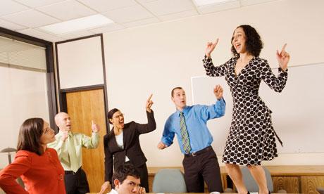 Un lider eficient destinde atmosfera din birou