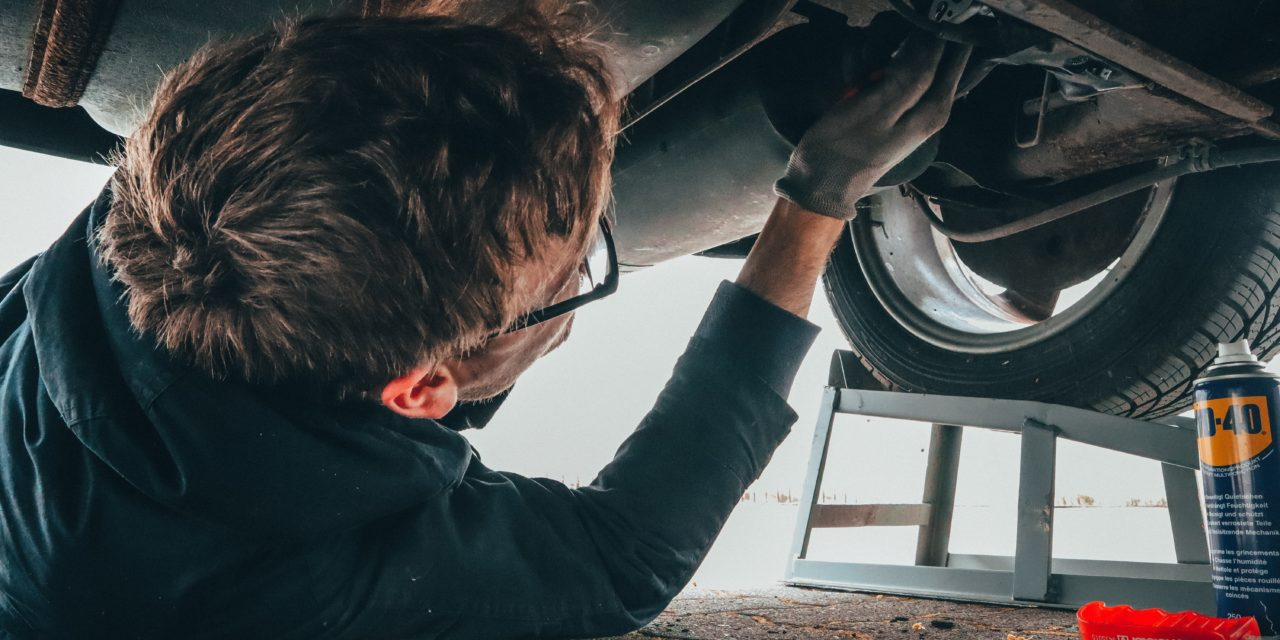 3 reparații auto pe care le poți face singur
