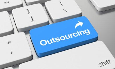 De ce să alegi IT outsourcing în locul unei echipe de dezvoltare in-house?